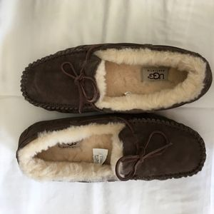 NWOT UGG Dakota Dark Brown Slippers- size 9